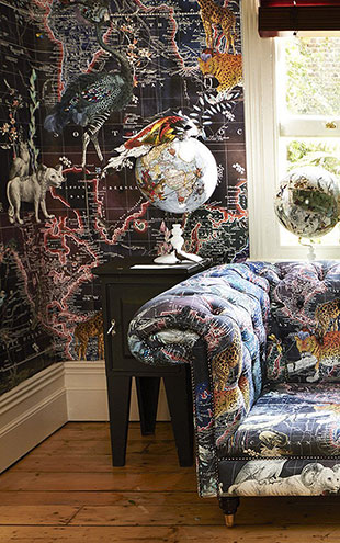 KRISTJANA S WILLIAMS STUDIO / World Map Animal Dark Wallpaper WAP0025【3パネル1セット】