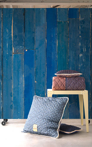 MATERIALS WALLPAPER by Piet Hein Eek BLUE SCRAPWOOD WALLPAPER / PHM-36