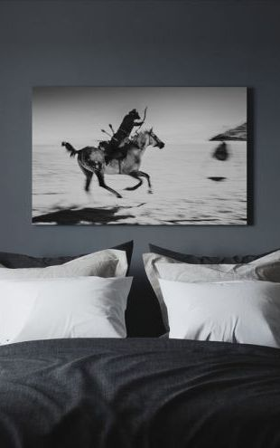 【Canvas Print】PHOTOWALL / Galopping Horse and Bowman, black and white (e30593)