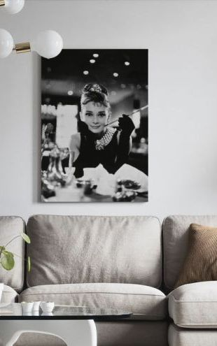 【Canvas Print】PHOTOWALL / Audrey Hepburn in Breakfast at Tiffanys (e314895)
