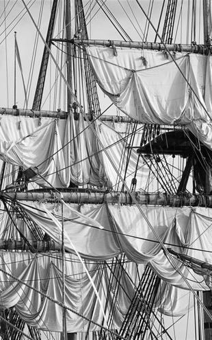 PHOTOWALL / Sailing Ship - b/w (e19413)