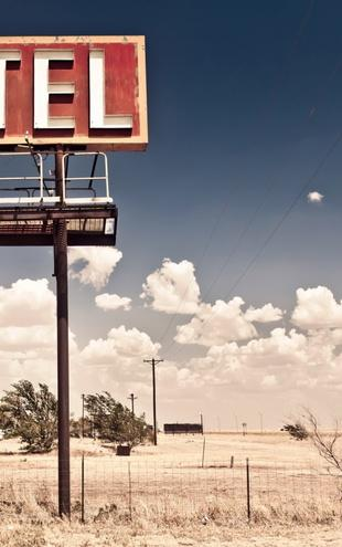 PHOTOWALL / Old Motel Sign on Route 66 (e21128)