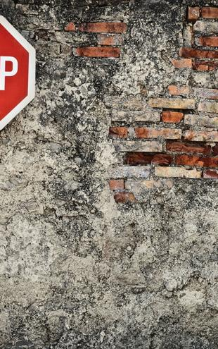 PHOTOWALL / Stop Sign Against Grungy Wall (e21322)