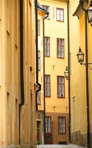 PHOTOWALL / Narrow Alley of Stockholm Old Town (e22133)