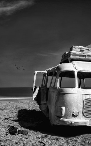 PHOTOWALL / Beached Bus (e22485)
