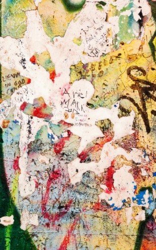 PHOTOWALL / Part of Berlin Wall with Grunge Graffiti - Potsdamer Platz (e22799)