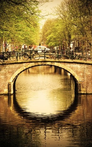PHOTOWALL / Romantic Bridge Over Canal in Amsterdam (e22817)