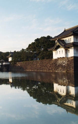 PHOTOWALL / Imperial Japanese Palace in Tokyo at Dusk (e22822)
