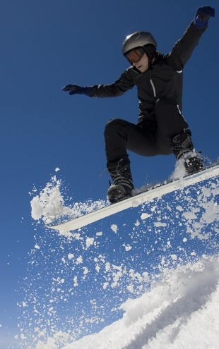 PHOTOWALL / Snowboarder Jumping through Air (e23221)