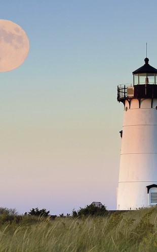 PHOTOWALL / Moon Over Marthas Vineyard (e23372)