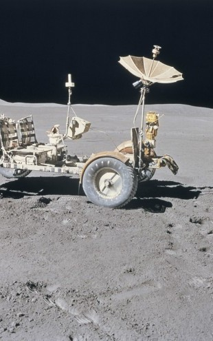 PHOTOWALL / Lunar Vehicle on the Moon (e24596)