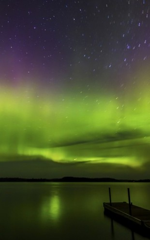 PHOTOWALL / Aurora Borealis over Burntside Lake (e24579)