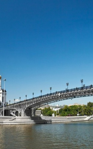 PHOTOWALL / Cathedral on Moscow River Bank (e40362)