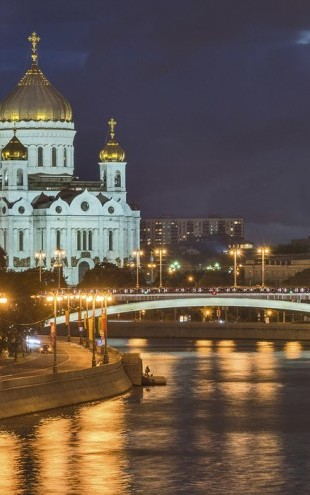 PHOTOWALL / Illuminated Cathedral of Christ the Saviour (e40365)