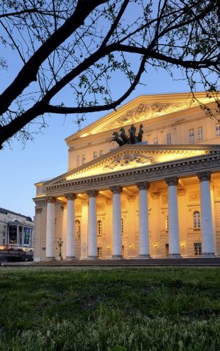 PHOTOWALL / Bolshoi Theatre at Night (e40339)