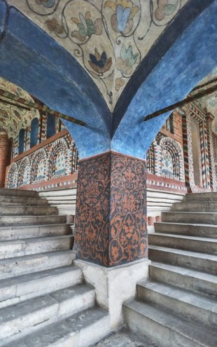 PHOTOWALL / Steps inside Saint Basil's Cathedral (e40353)