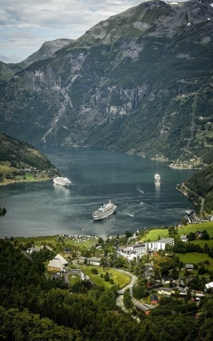 PHOTOWALL / Boats in Geirangerfjord, Norway (e29911)