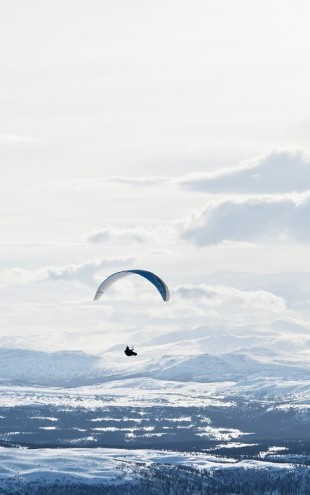 PHOTOWALL / Parachuting in are Sweden (e40459)
