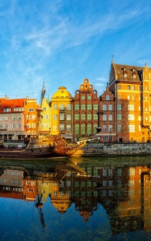 PHOTOWALL / Riverside of Gdansk (e40680)