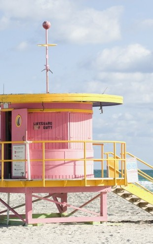 PHOTOWALL / Lifeguard Tower in Miami, USA (e40765)