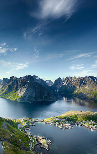 PHOTOWALL / Panoramic View of Reine in Lofoten, Norway (e30677)