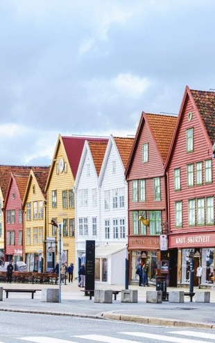 PHOTOWALL / Colorful houses in Bergen, Norway (e30680)