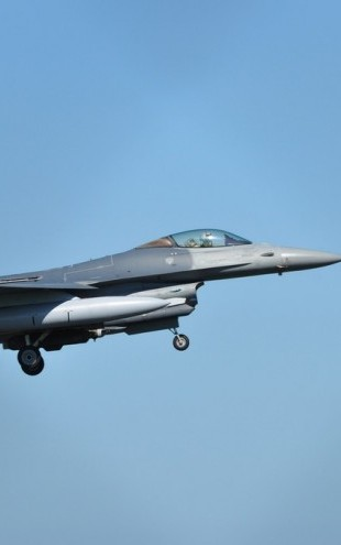 PHOTOWALL / F16 Fighter Jet (e310264)