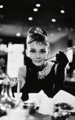 PHOTOWALL / Audrey Hepburn in Breakfast at Tiffanys (e314895)